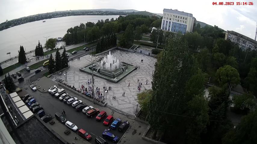 Фонтан у ЗАГСа Ленинского района
