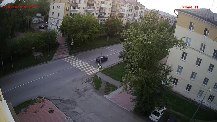 Пешеходный переход около школы № 44 (камера 2)